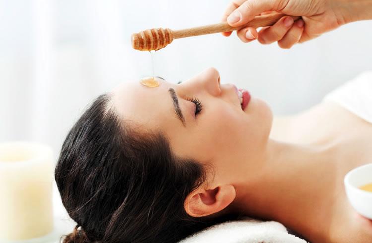 Как правильно делать массаж лица от морщин медом
