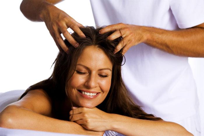 Расслабляющий массаж волосистой части головы