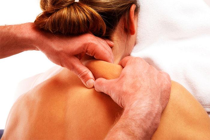 Массаж трапецевидных мышц