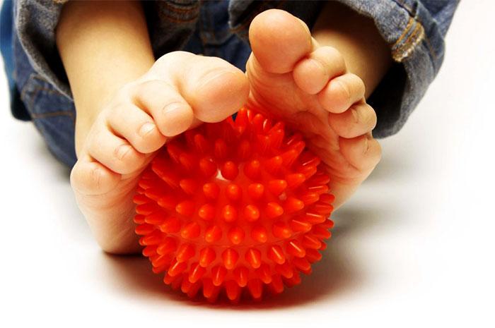 Мячик с шипами для массажа