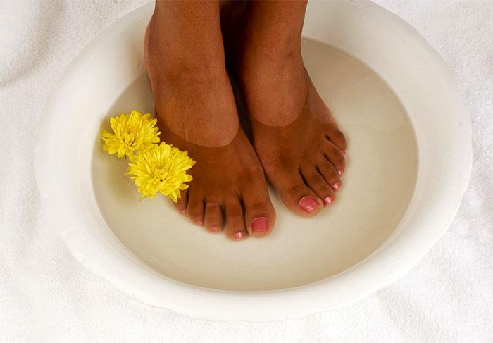 Ванночка для ног с тровяным отваром