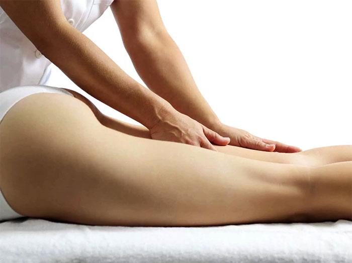 Поверхностный ручной массаж ног