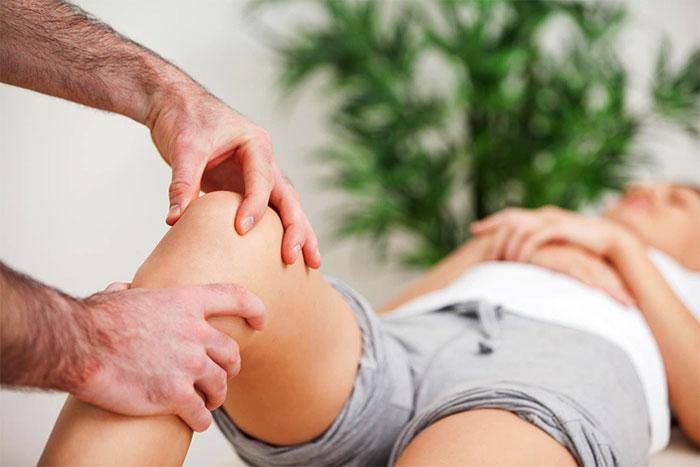 Реабилитационный массаж колена