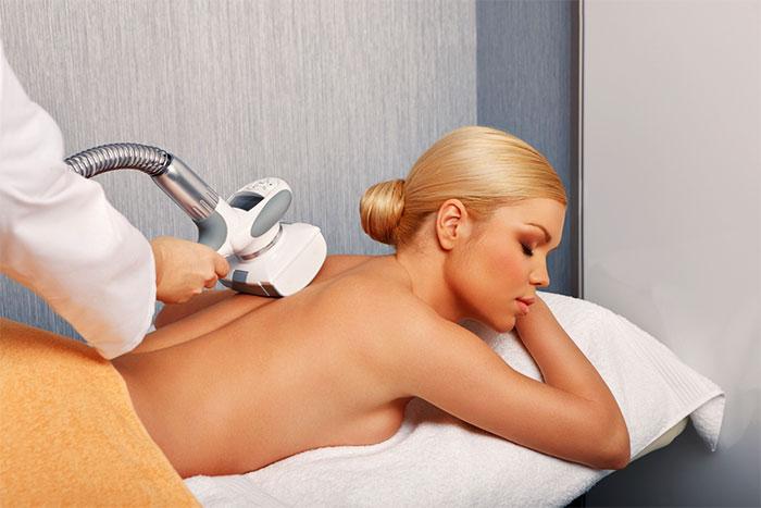 Аппаратный вакуумно-роликовый массаж спины