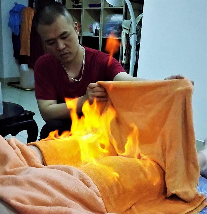 Массаж для ног пламенем