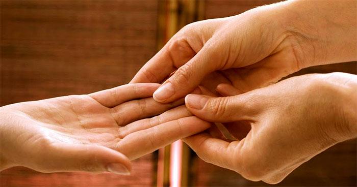 Массажирование пальцев на руках