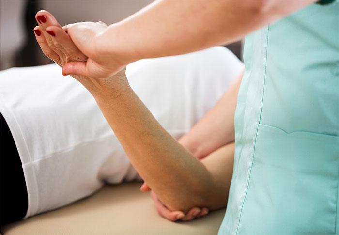 Как правильно разработать локтевой сустав боли в области суставов таза