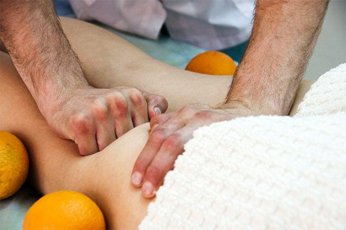 Массажирование ягодичной мышцы