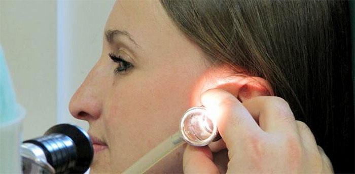 Процедура пневмомассажа полости слухового канала