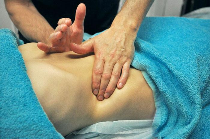 Массирование мышц живота