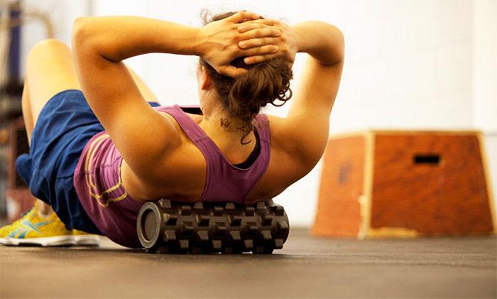Самомассаж спины роликом