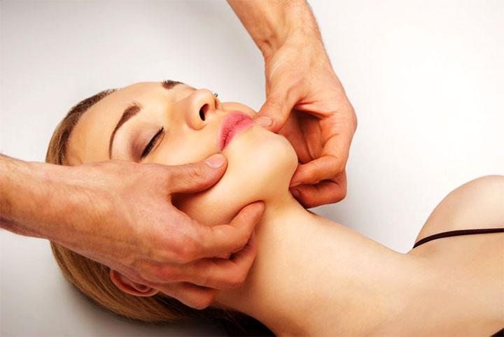 Массирование челюстных мышц