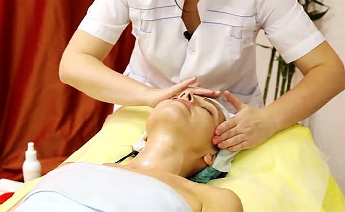 Сеанс массаж лица у косметолога