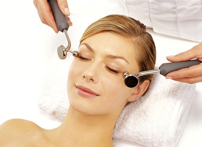 Аппаратный массаж области глаз