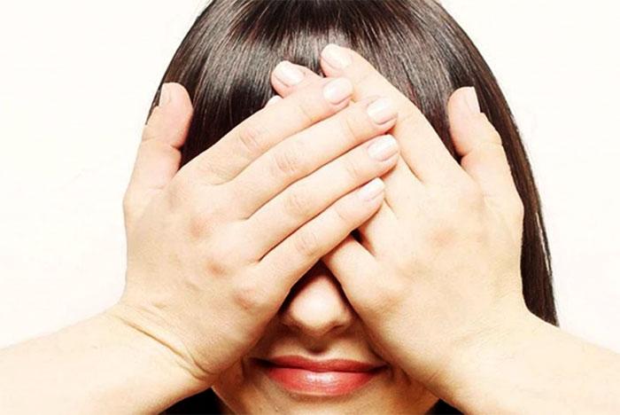 Массирование глаз ладонями