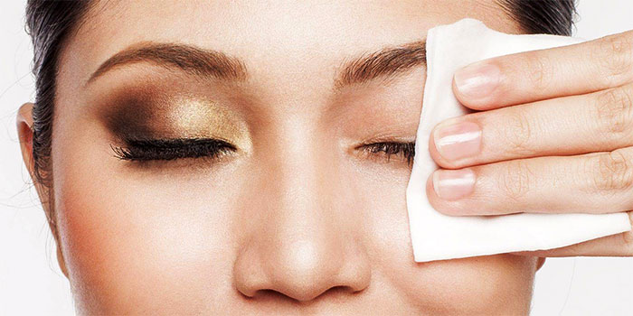 Удаление макияжа с век